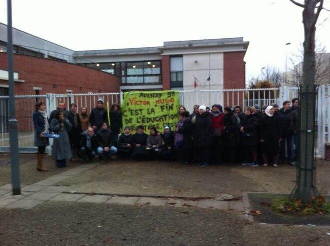 Les parents d'élèves en colère bloquent le collège Victor Hugo