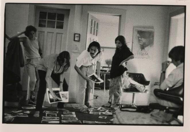 De gauche à droite: les photographes Helen Hughes, Susan Meiselas, Álvaro Hoppe, Paz Errázuriz et Marcelo Montecino (assis à dte).  © Alejandro Hoppe