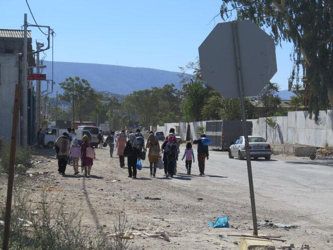 Des réfugiés afghans se dirigent vers le camp © G.C.