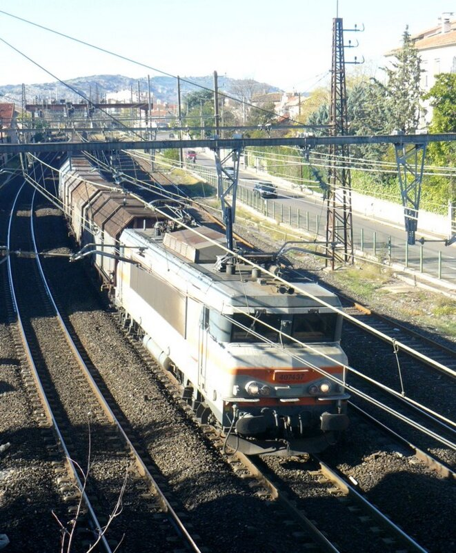 © Le fret SNCF a d'abord subi la concurrence de la route avant de subir aussi celle de l'ouverture au privé.