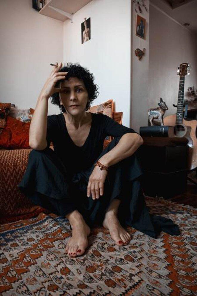 Angélique Ionatos à son domicile - photographie de l'exposition permanente du Triton © Marion Lefebvre