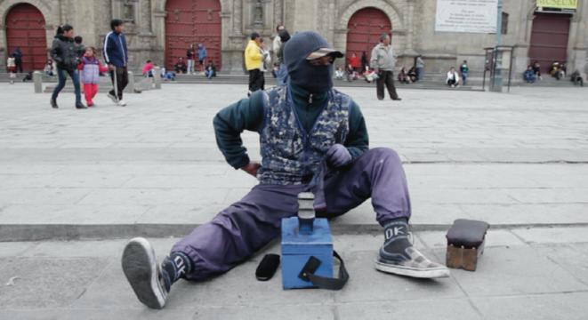 Jeune cireur de chaussures, La Paz, Bolivie