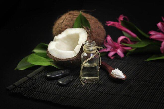 Huile de coco © Photographe