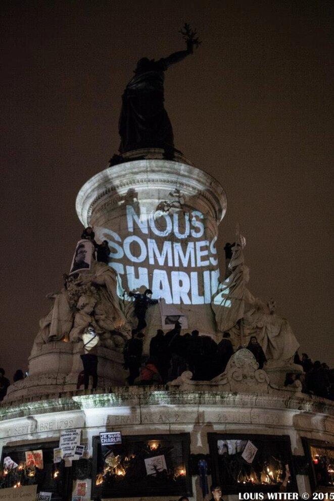 Nous sommes tous Charlie à la statue de la Place de la République © Louis Witter
