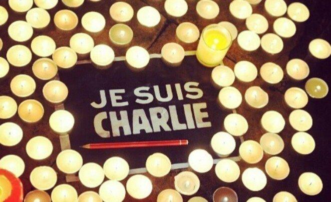 Je suis Charlie, crayon & bougies