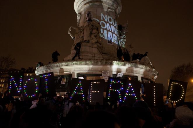 NOT AFRAID au pied de la Statue de la Place de la République