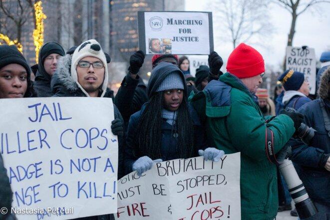 """Environ quatre-vingt manifestants se sont réunis à Détroit pour une """"marche pour la justice"""".   © Nastasia Peteuil"""