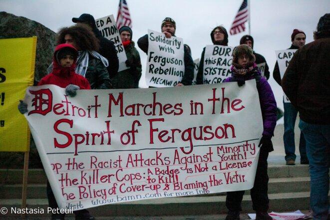 Pendant le rassemblement, les interlocuteurs ont parlé des ressemblances entre Détroit et Ferguson. © Nastasia Peteuil