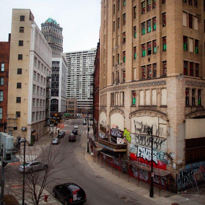 Au centre-ville de Détroit, des bâtiments en ruine devraient être détruit grâce aux aides financières de la faillite. © Nastasia Peteuil