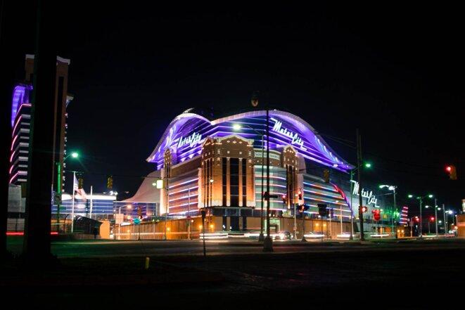 Les trois casinos de la ville lui donne ses couleurs lorsque la nuit tombe. © Nastasia Peteuil