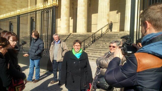 Marie-Lys Bibeyran devant le Palais de Justice de Bordeaux, 5 mars 2015 © Mathias