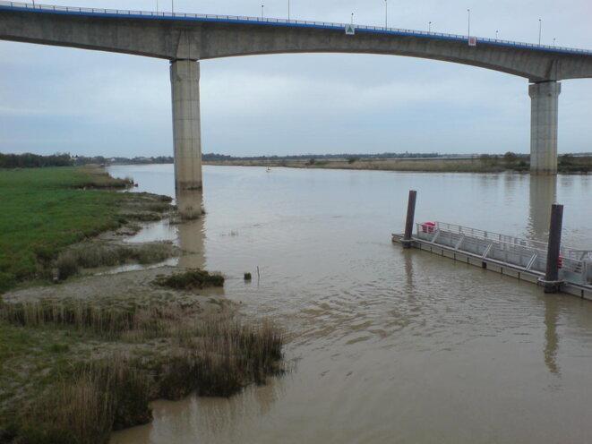 Viaduc de Martrou sur la Charente, entre Rochefort et le site de l'incinérateur © Photo JC Mathias