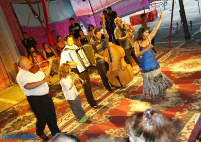 Cirque, chants et musique , le cocktail gagnant du cirque Romanès