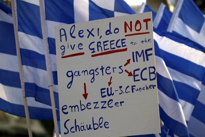 Protesta frente al Parlamento en apoyo del gobierno Tsipras, 17 de junio de 2015. © Reuters