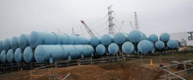 Des réservoirs d'eau contaminée installés par Tepco à Fukushima. © Reuters