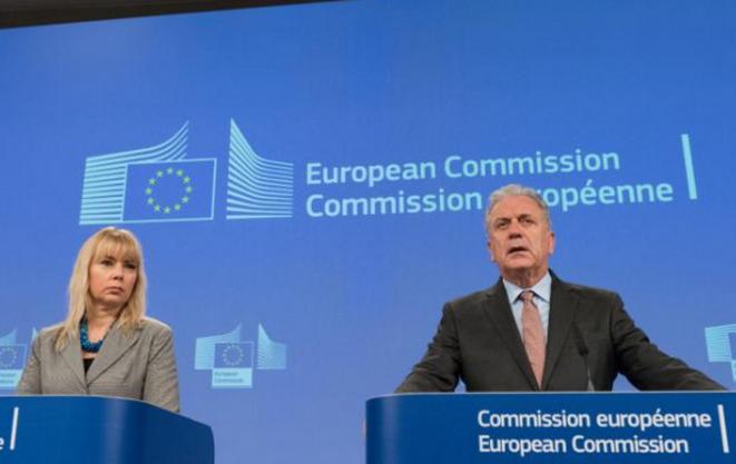 Dos comisarios europeos presentaron el plan sobre armas de fuego el miércoles en Bruselas. © CE