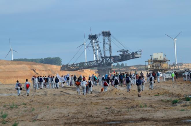 """Ocupación de una mina de lignito en Alemania por los activistas durante la campaña """"Ende Gelände"""", el 14 de agosto de 2015. © 350"""