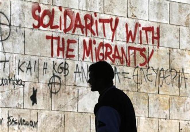 Grafitis en muestra de solidaridad con los inmigrantes en Atenas.