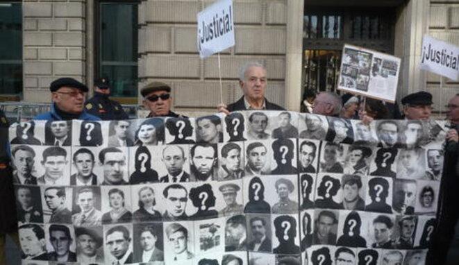 Protesta de la Plataforma contra la Impunidad del Franquismo.