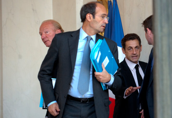 Éric Woerth (centre) treasurer of the 2007 presidential election campaign of Nicolas Sarkozy (right). © Reuters