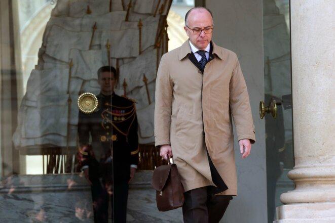 Bernard Cazeneuve à la sortie de l'Elysée.  © Reuters