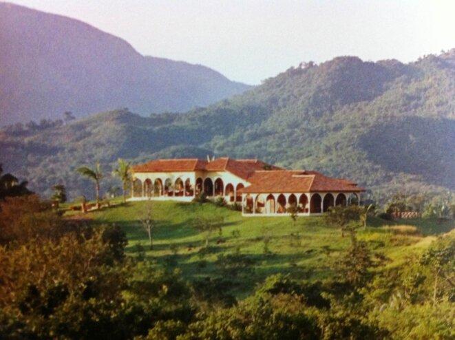 La propriété de Couzi, en 2003, avant qu'une tour ne soit édifiée.  © dr