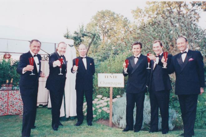 De gauche à droite, M. Couzi (en 1er), Thierry Dassault (en 2ème), Nicolas Bazire (en 5ème) et Thierry Gaubert.
