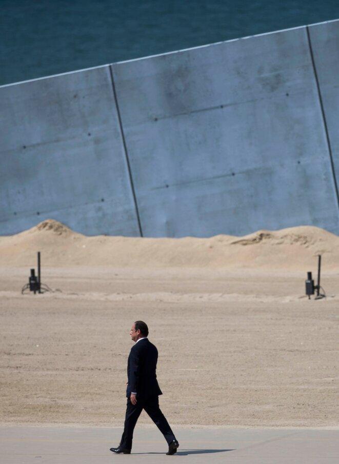 François Hollande, sur les plages du Débarquement.