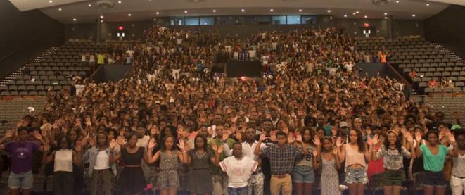« Don't Shoot » (« Ne tirez pas »), demandent les étudiants de l'université Howard.  © DR