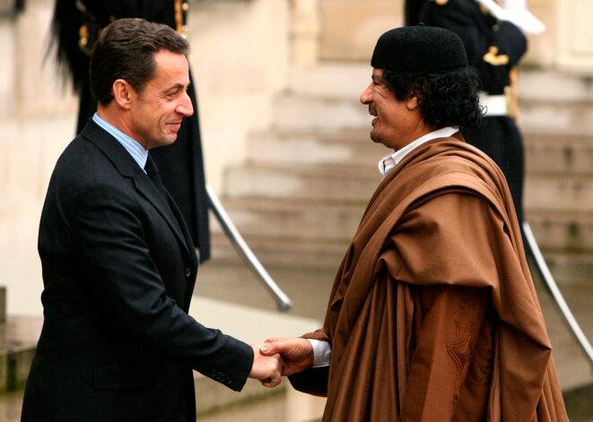 MM. Sarkozy et Kadhafi, en 2007, à l'Elysée.  © Reuters