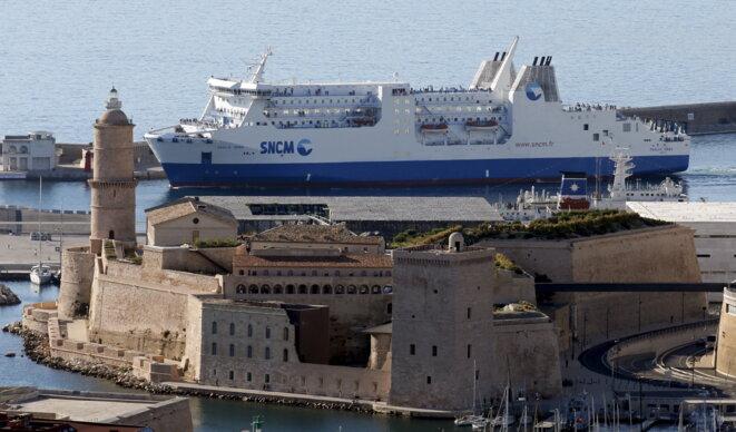 Un navire de la SNCM, à Marseille, le 26 juin 2015. © Jean-Paul Pélissier (Reuters)