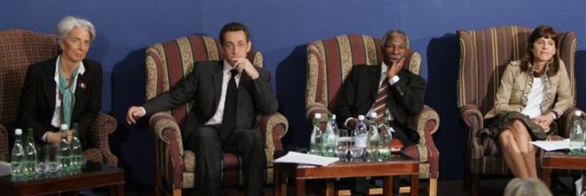 Christine Lagarde, Nicolas Sarkozy, le président sud-africain Thabo Mbeki et Anne Lauvergeon en février 2008. © Reuters