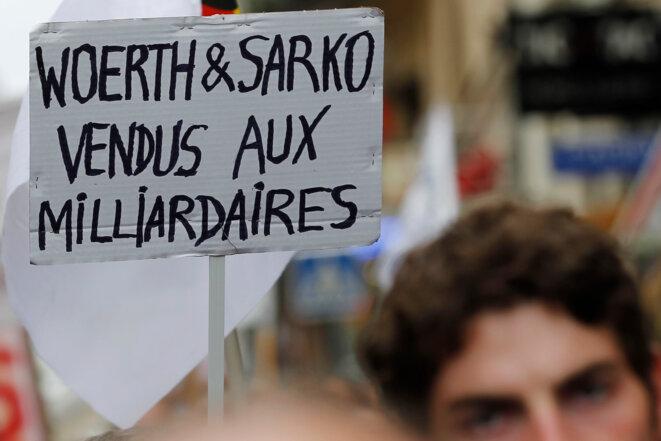 Pancarte brandie lors d'une manifestation contre la réforme des retraites en septembre 2010. © Reuters