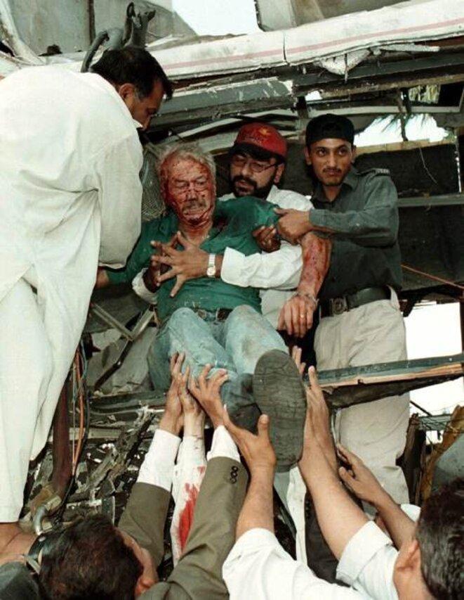 8 mai 2002, Karachi.  © Reuters