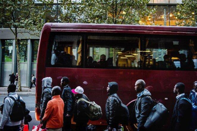 les bus sont blancs d' habitude Photo Martin Colombet et Hanslucas