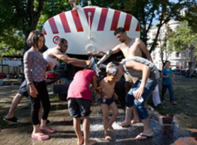 Au campement de la gare routière de Belgrade © Valerio Muscella