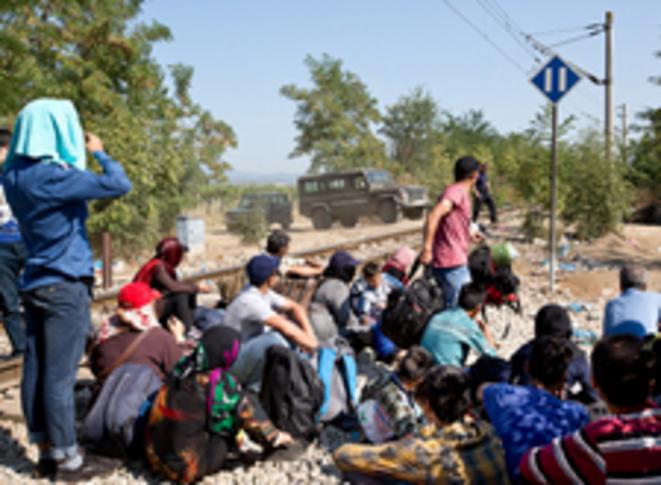 A la frontière macédonienne, face à la police © Valerio Muscella