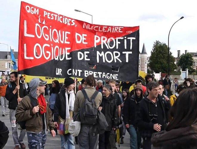 Laval, 13 oct. 2012, manifestation anti-nucléaire © j-c l
