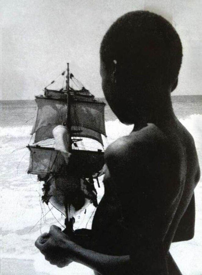 """Fred Koening, """"sur le tournage de L'Arbre de la Liberté de Maksaens"""", 2004."""