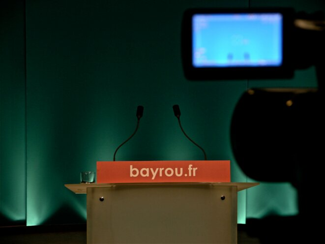 En attendant François Bayrou, 22 avril 2012 © VO