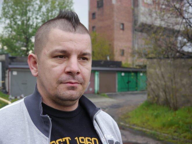 Tadeusz, devant la mine de Wujek où il travaille depuis dix-sept ans © Amélie Poinssot