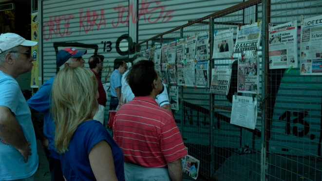 Lecture des journaux au lendemain du premier Eurogroupe post-référendum © Amélie Poinssot