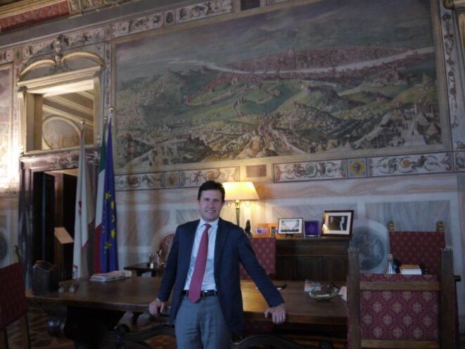 Dario Nardella, le nouveau maire de Florence, reçoit dans la salle Clément VII du Palazzio Vecchio © Amélie Poinssot