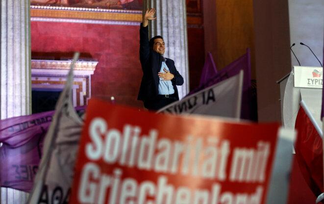 Victoire de Syriza le 26 janvier 2015. Tsipras annonce la fin de la mission de la Troïka et la sortie de l'austérité.