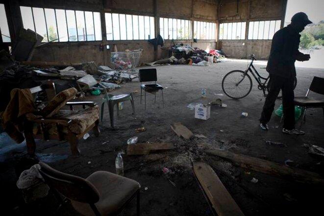 A l'intérieur du hangar, avant l'expulsion du 27 juin 2011. © Marion Osmont