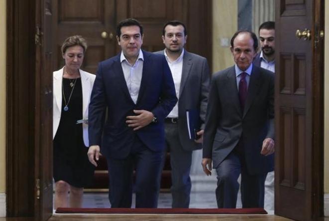 Alexis Tsipras arrive au palais présidentiel, lundi 6 juillet à Athènes. © Reuters