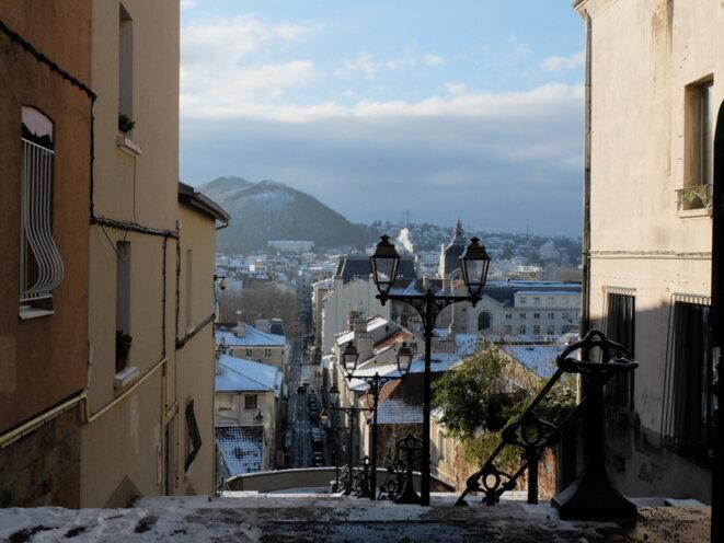 Vue de Saint-Etienne et des anciens terrils à partir du Crêt-de-Roc. © YF
