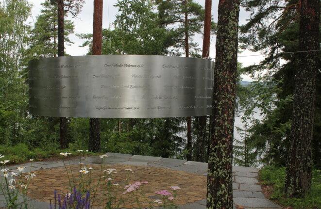 Le monument à la mémoire des 69 victimes d'Andreas Breivik sur l'île d'Utøya. © Vibeke Knoop Rachline.