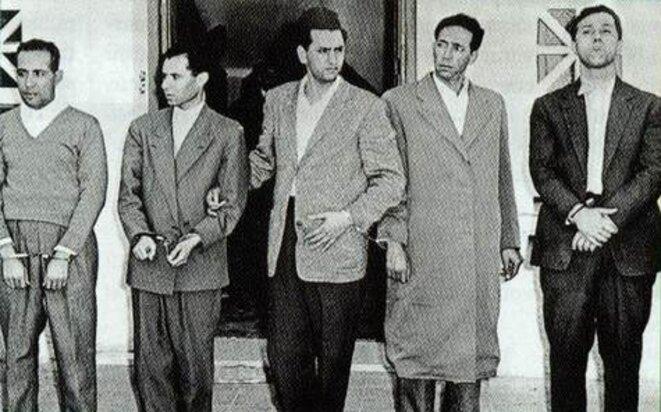 Les cinq responsables du FLN, après le détournement de leur avion, en 1956.