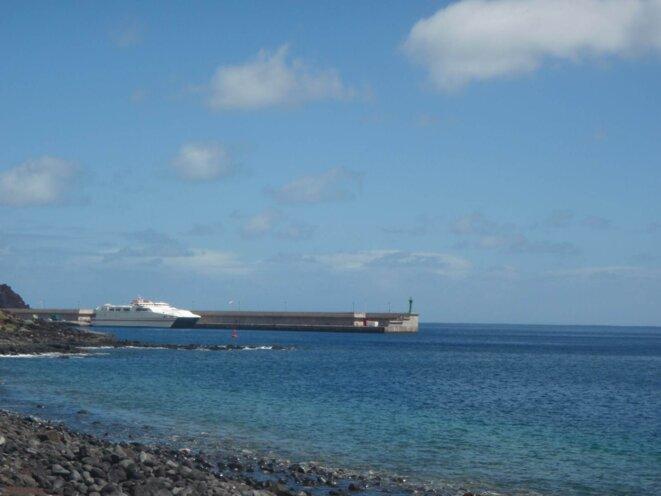 « L'Alcantara Dos » à quai au port de La Estaca. El Hierro, mars 2014. © A. Gioda, IRD.